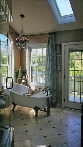 pella, alside, windows, doors, replacement windows, replacement doors,  Family owned business serving Carmel, Fishers, Indianapolis, and surrounding counties in Indiana since 1994.